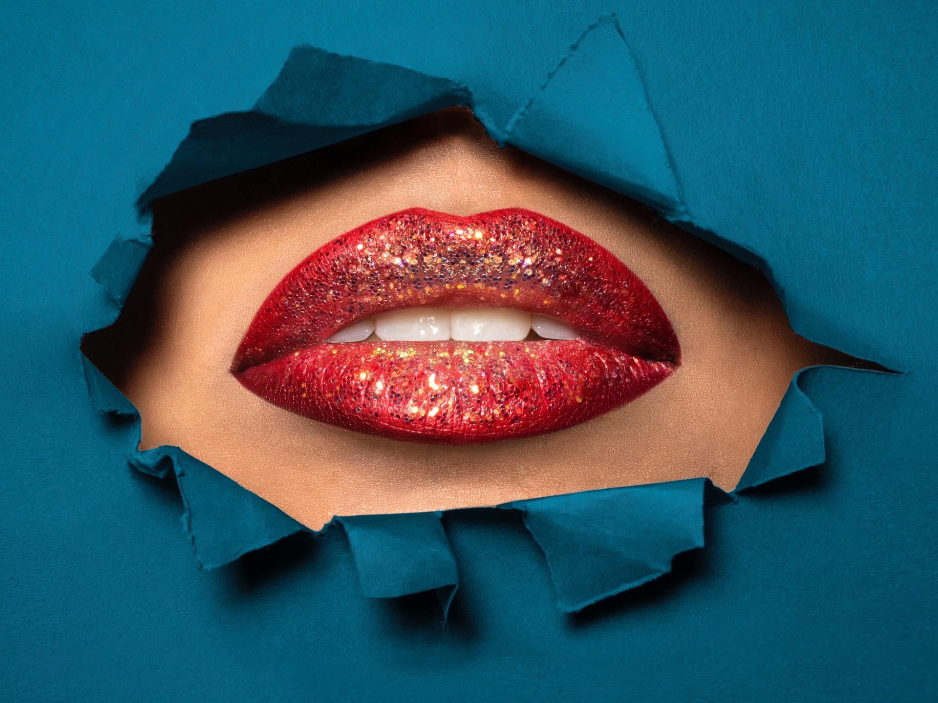 Powiększanie ust – moda w Internecie